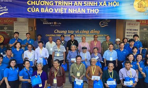 500 người dân nghèo tại Ninh Thuận được thăm khám tổng quát miễn phí