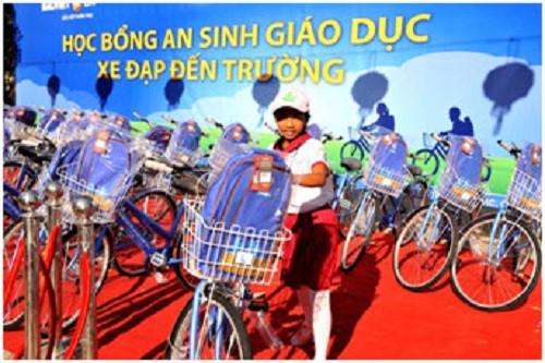 Bảo Việt Nhân thọ trao tặng học bổng An sinh Giáo dục - Xe đạp đến trường 2016 cho trẻ em hiếu học tại tỉnh Quảng Bình