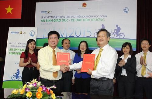 """Bảo Việt Nhân thọ trao 1200 xe đạp cho trẻ em nghèo trong chương trình """"Học bổng An Sinh Giáo Dục - Xe đạp đến trường"""""""