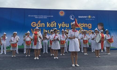 Bảo Việt nhân thọ đồng hành cùng các em nhỏ tới trường