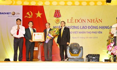 Bảo Việt Nhân thọ Phú Yên hân hoan đón nhận Huân chương Độc lập Hạng Nhì