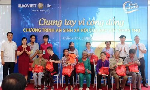 Khám bệnh miễn phí và tặng quà cho hơn 600 người nghèo, các gia đình chính sách, có công với Cách mạng năm 2019 tại tỉnh Thanh Hóa