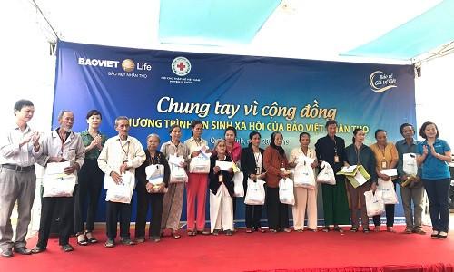 Hơn 500 người được khám chữa bệnh miễn phí tại Quảng Bình