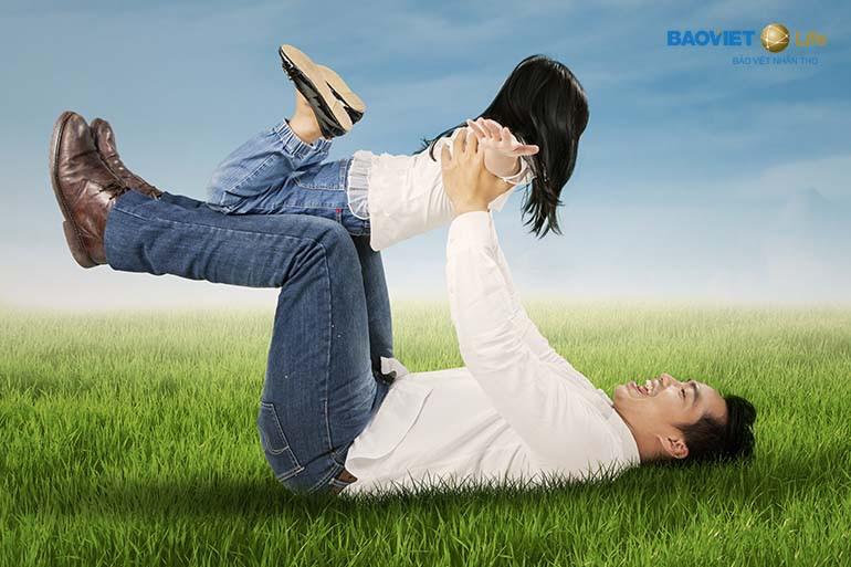 Mua bảo hiểm nhân thọ để những người thân yêu được chăm lo, bảo vệ