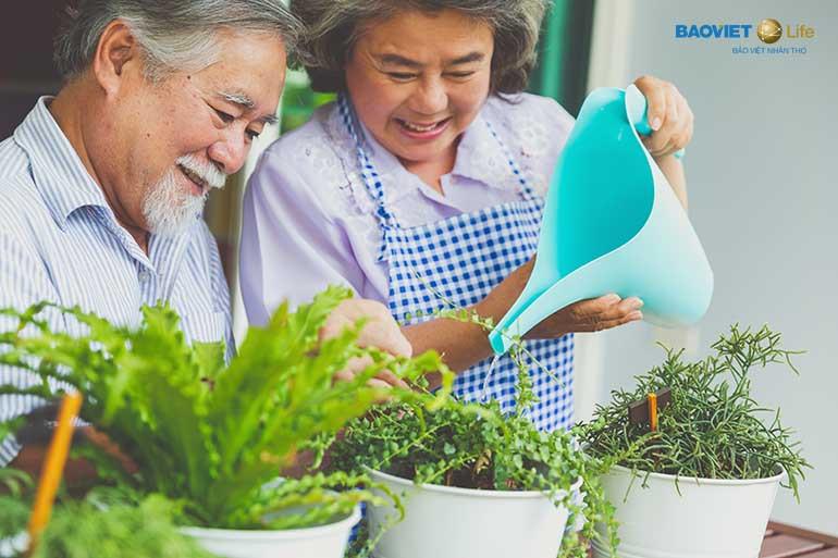 Mua bảo hiểm nhân thọ để được bảo vệ sức khỏe khi về già