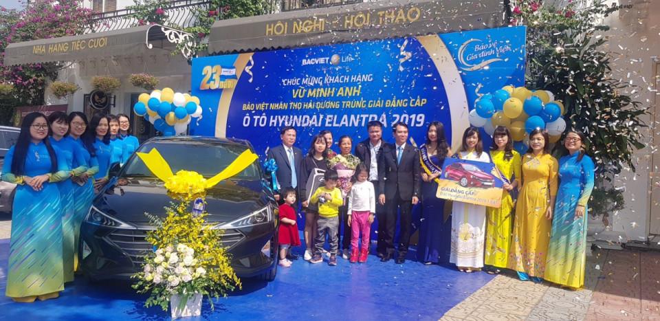 Bảo Việt Nhân thọ trao tặng xe ô tô gần 800 triệu đồng cho Khách hàng Vũ Minh Anh