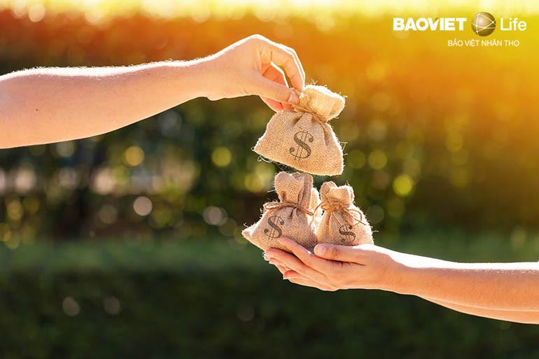 số tiền khách hàng nhận được khi tham gia bảo hiểm nhân thọ có chia lãi