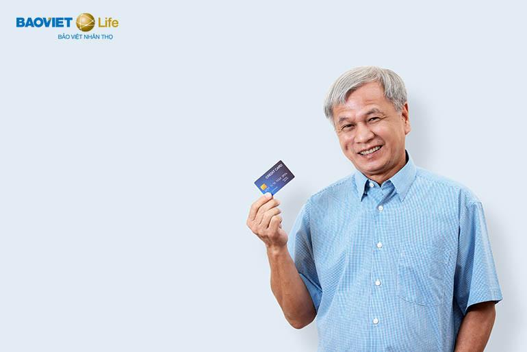 đóng phí bảo hiểm nhân thọ bằng thẻ tín dụng, thẻ ghi nợ quốc tế