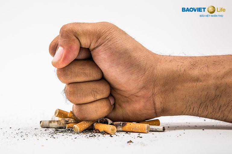 Bỏ thuốc lá giúp giảm phí đóng bảo hiểm nhân thọ