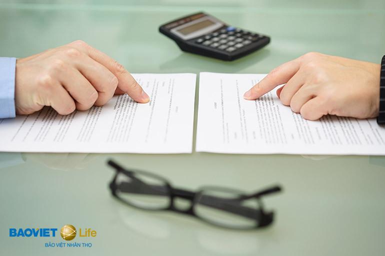 đọc kỹ hợp đồng bảo hiểm nhân thọ khi mua