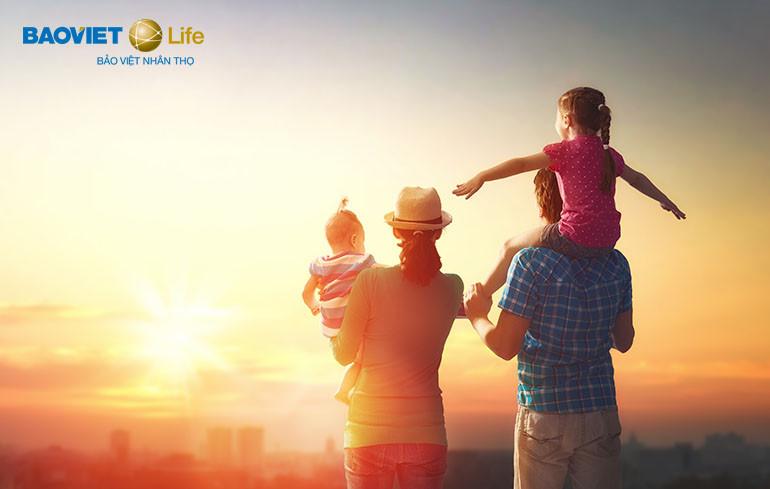 Mua bảo hiểm nhân thọ để an tâm cho cả gia đình