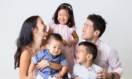 Nên mua bảo hiểm nào cho gia đình?