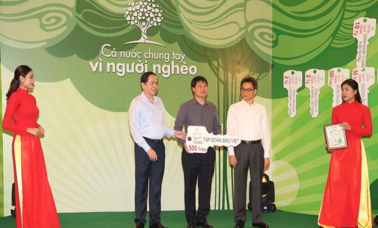 Tập đoàn Bảo Việt tặng 25 tỷ đồng giúp đỡ người nghèo