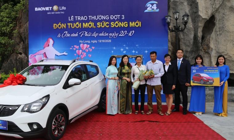 """Trao tặng 2 xe ô tô Vinfast Fadil cuối cùng của Chương trình """"Đón tuổi mới - Sức sống mới"""""""